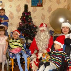 Бригады Дедов Морозов и Снегурочек в действии