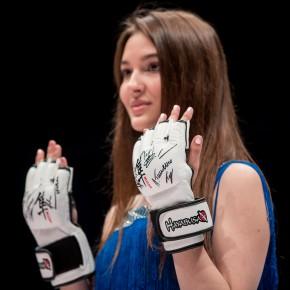 Золотые перчатки для благотворительного фонда