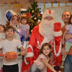 Дед Мороз и Снегурочка в гостях у детей