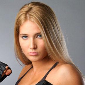 Объявлен аукцион на продажу перчаток бойца ММА и Bellator, чемпионки России по тайскому боксу Анастасии Яньковой
