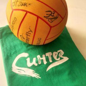 Ватерполист Ирек Зиннуров передал  мяч с автографами «Синтеза» для продажи на «Аукционе добра»