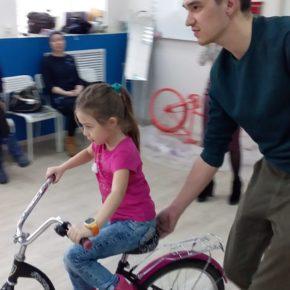 «Велодобро» провели мастер-классы для 20 детей и подарили 65 велосипедов подопечным фонда «День добрых дел»
