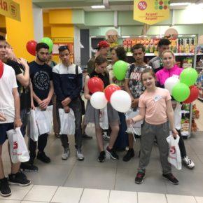 «День добрых дел» провел экскурсию по магазину и офису Х5 Retail Group для воспитанников детского дома Приволжского района