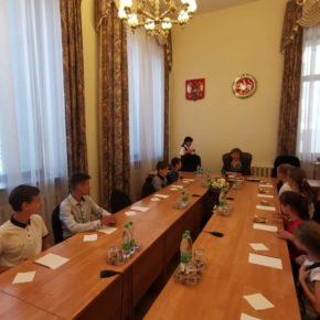 «День добрых дел» организовал экскурсию в Госсовет РТ для детей из многодетных семей.