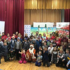 «День добрых дел» и «Серебряные волонтеры Казани» представили спектакль «Дорогами добра» детям Пестречинского района