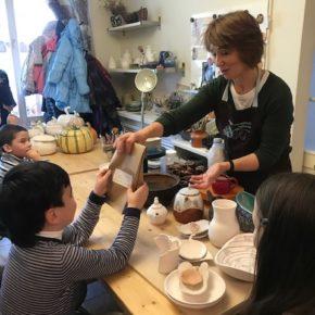 Подопечные «День добрых дел» узнали секреты гончарного мастерства