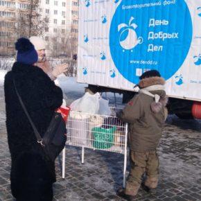 """""""День добрых дел"""" меняли сладкое на теплое в парке """"Континент"""""""