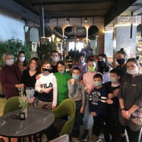 Воспитанники детского дома Приволжского района изучили профессии в ресторане «МёД»