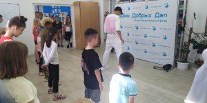 Звезда Тик-Тока Айдар Тагиров научил танцевать шаффл маленьких подопечных фонда